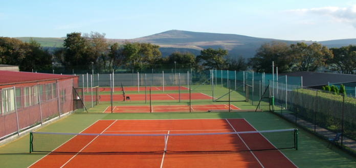 4 outdoor Tennis courts
